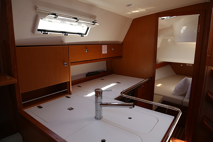 Bavaria 36 Cruiser Avantgarde Special Edition 2013 - LEUKOTHEA