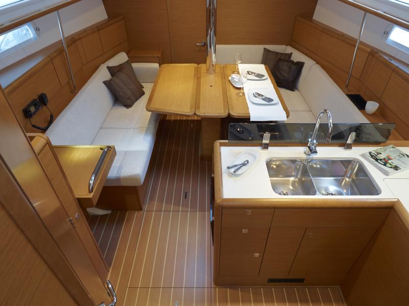 Sun Odyssey 379 Interior