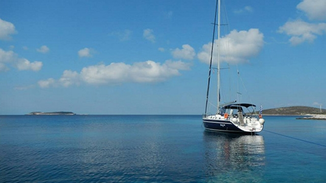 cabin charter cyclades