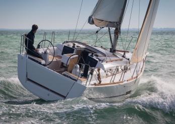 Dufour 350 sailing