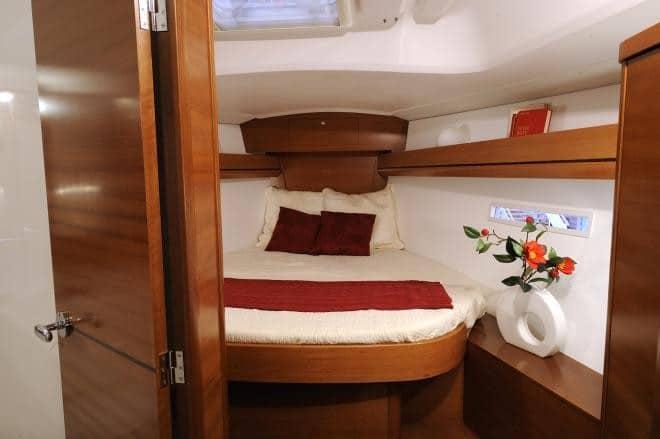 Dufour 405 cabin