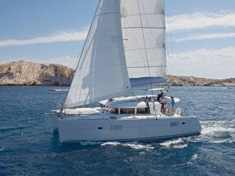Lagoon 400 sailing