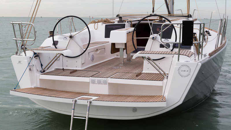 Dufour 382 Liberty stern