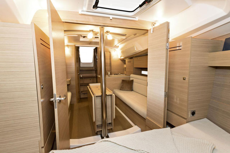 Dufour 382 Liberty cabin