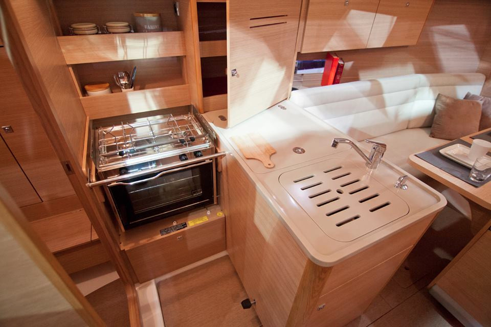 Dufour 310 GL Liberty galley