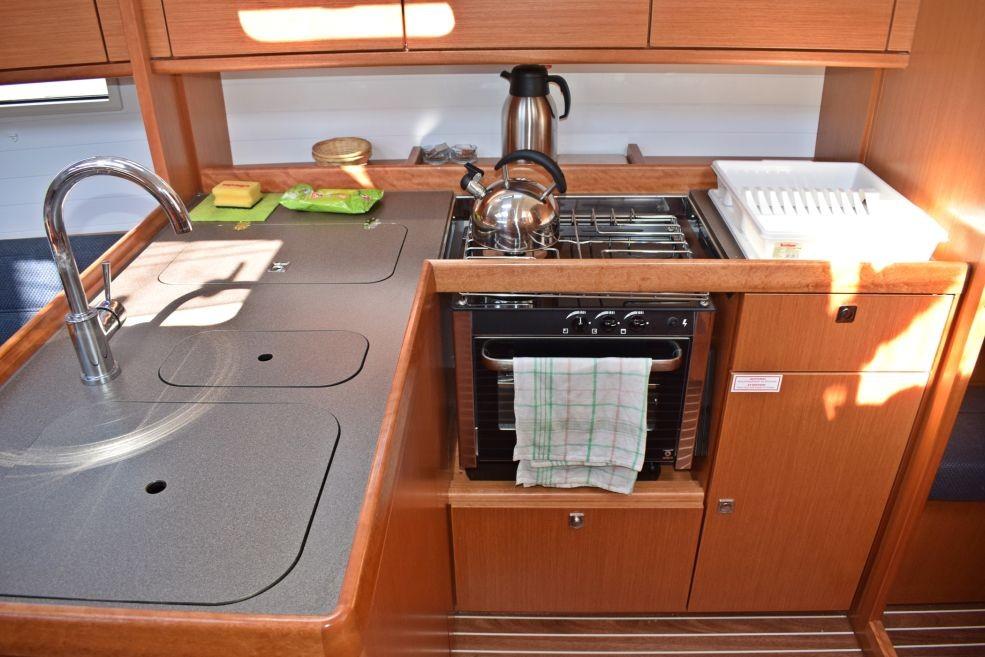 Bavaria Cruiser 37 galley
