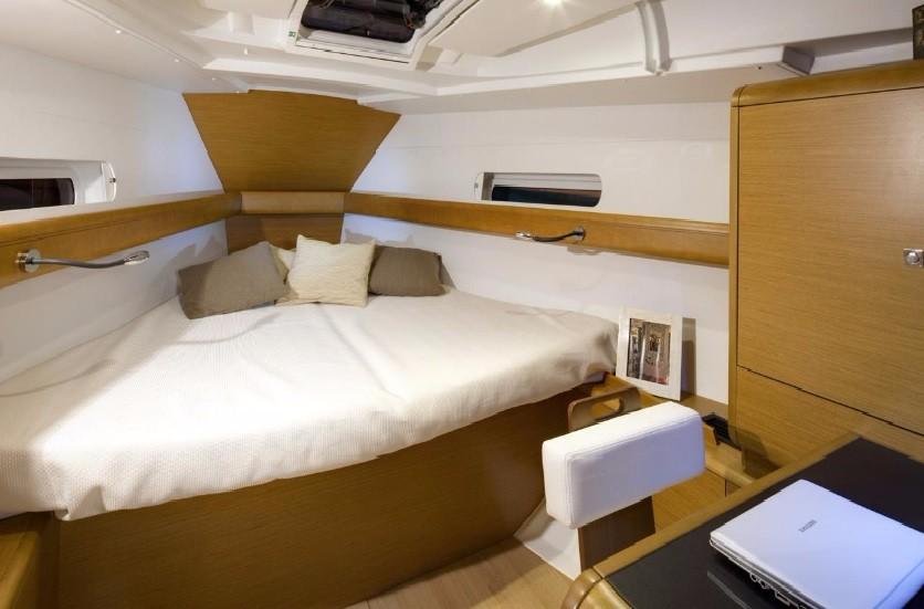 Sun Odyssey 419 cabin