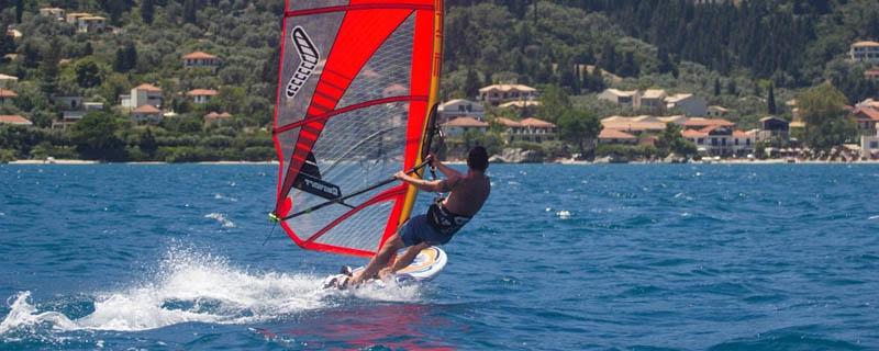 Windsurfing Nikiana