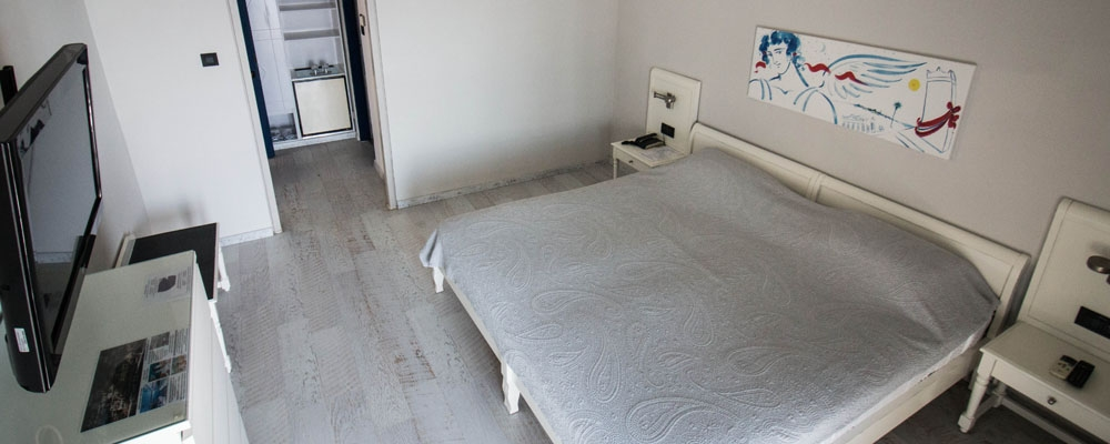Adrina Bed