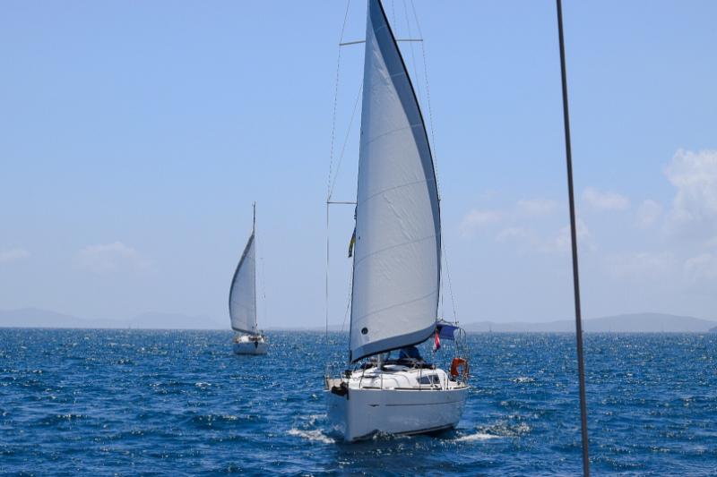 Sun Odyssey 33i sailing