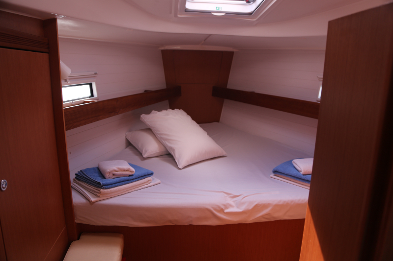 Bavaria 40 cabin