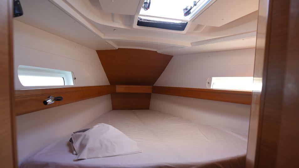 sun-odyssey-419 cabin