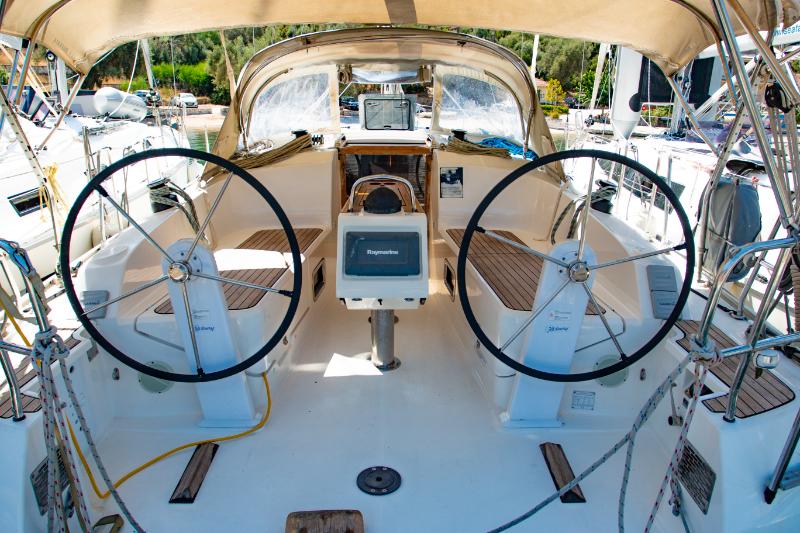 Bavaria 37 cockpit