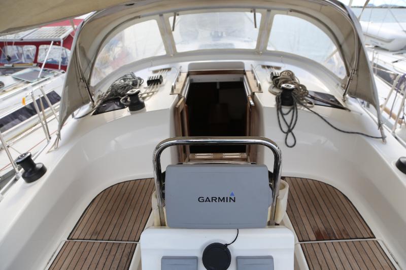 Bavaria 36 Cruiser Avantgarde Special Edition 2013 cockpit