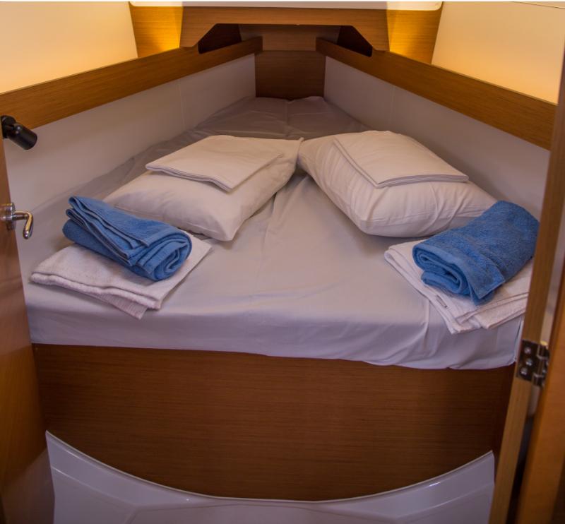 Sun Odyssey 349 cabin 1