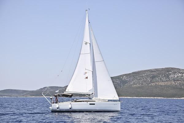 Sun Odyssey 349 Sailing