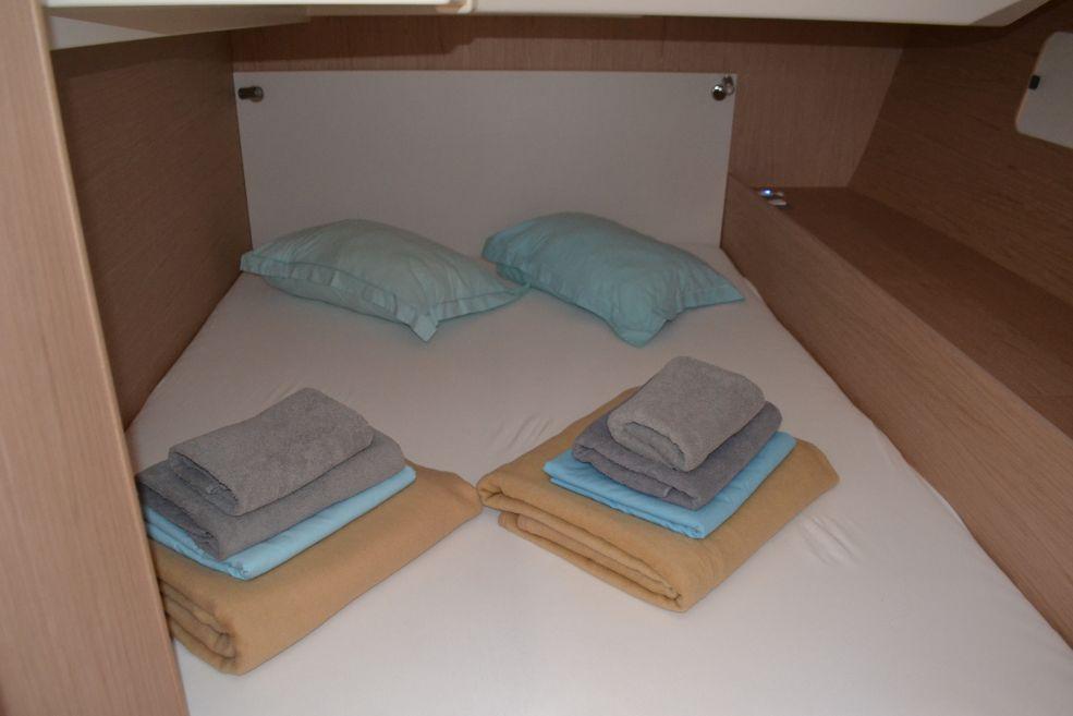 Oceanis 51.1 cabin